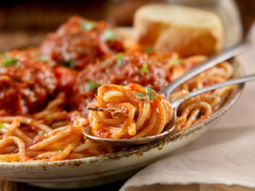 ricetta spaghetti rossi al tonno